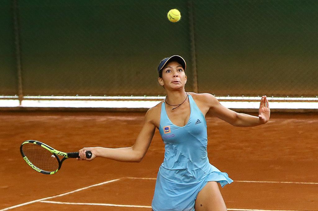 A goiana de 14 anos Lorena Cardoso deve priorizar torneios de 18 anos (Foto  31a94242b4428
