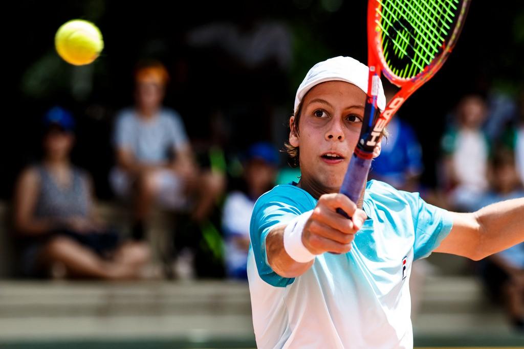 Pedro Boscardin Dias jogou os principais torneios do mundo nos 14 anos e o circuito sul-americano de 16 anos (Foto: Miriam Jeske/Heusi Action)