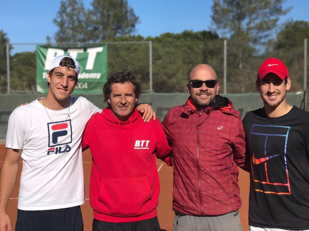 Felipe Alves e Orlando Luz trabalham com Leo Azevedo em Barcelona e têm acompanhamento de nomes como Francisco Royg, um dos técnicos de Rafael Nadal. (Foto: Reprodução/Instagram)