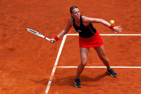 Kontaveit venceu três jogos contra top 10 no saibro e pode enfrentar Kvitova na terceira rodada