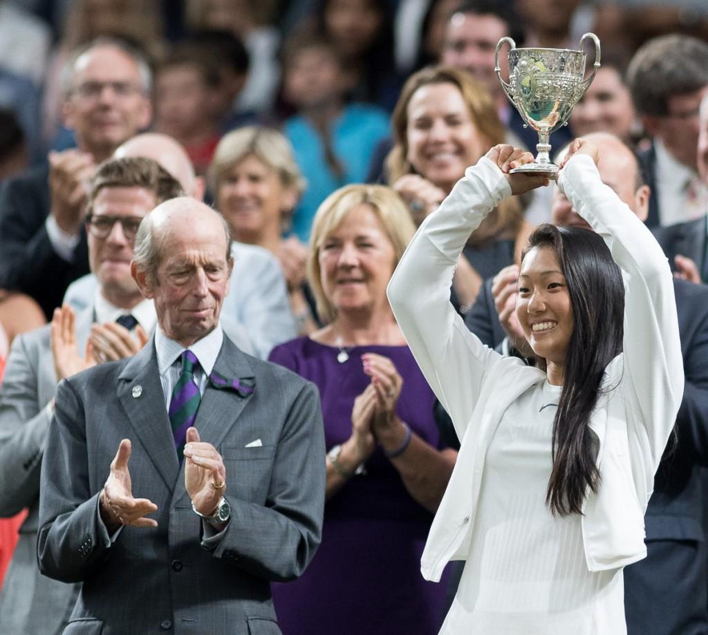 Claire Liu, norte-americana de 18 anos, foi campeã juvenil de Wimbledon no ano passado e furou o quali do Slam britânico
