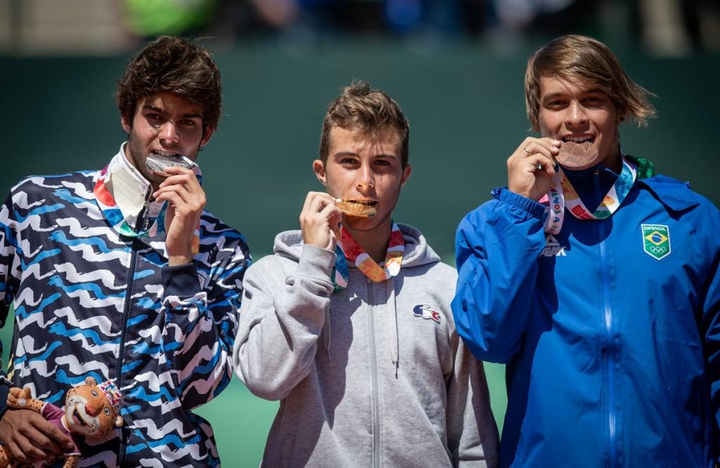 Brasiliense foi medalhista de bronze nos Jogos Olímpicos da Juventude, em Buenos Aires (Foto: Sergio Llamera/ITF)