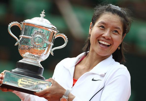 Na Li foi a primeira jogadora chinesa a conquistar um título de Grand Slam, em 2011. Na época, as duas atuais promessas tinham só dez anos.