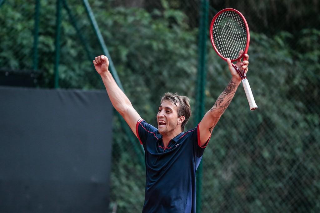 O jogador de 22 anos treina na Espanha desde o início de 2018 (Foto: Marcello Zambrana/DGW)