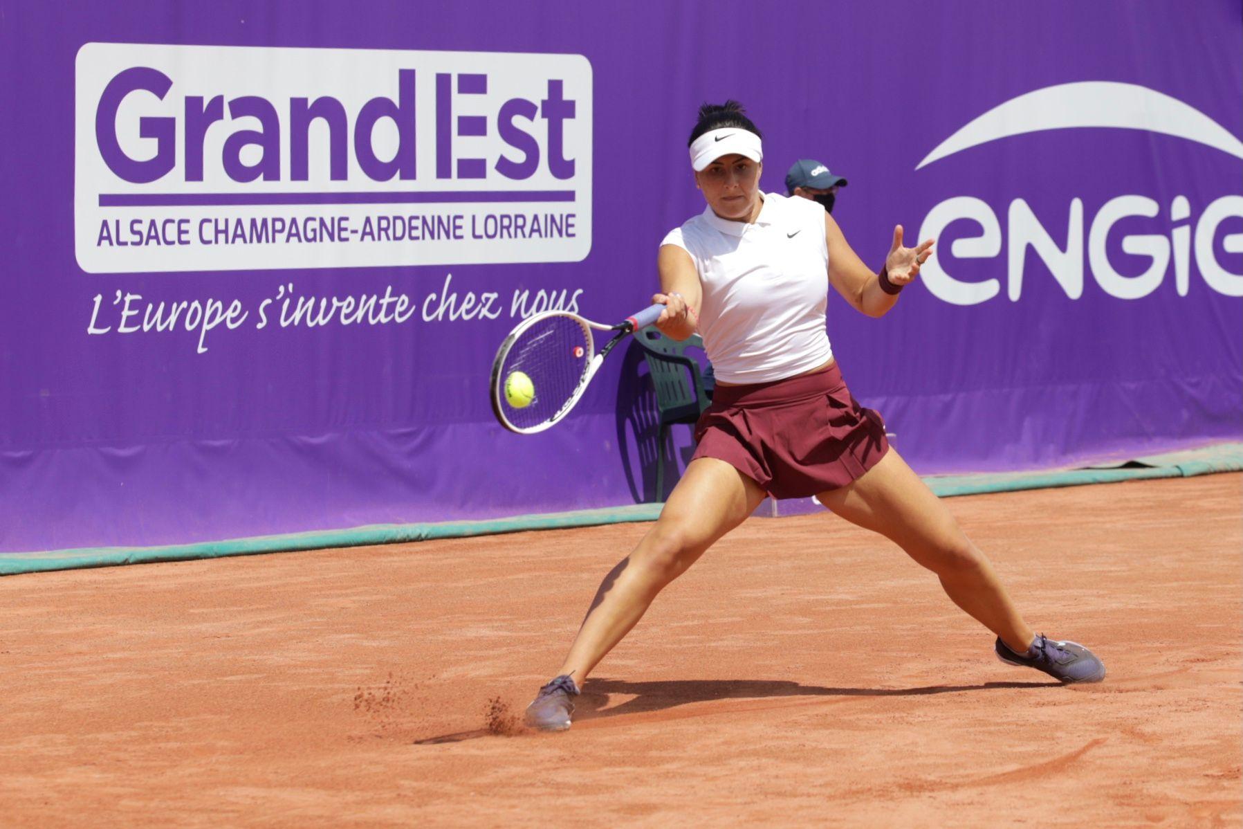 Andreescu fez bons jogos em Estrasburgo, mas sentiu lesão abdominal (Foto: Michel Grasso/Internationaux de Strasbourg)