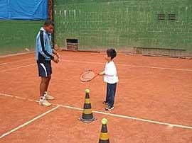 1215d431c21 TenisBrasil - Instrução - Conhecendo a raquete infantil
